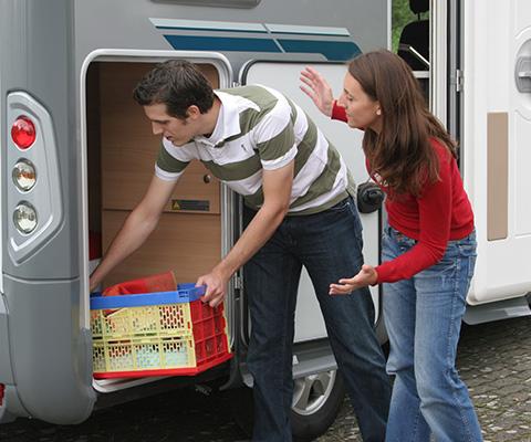 Fahrzeug und Wohnwagen prüfen