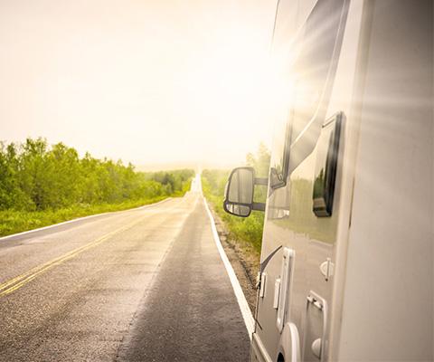 Wie finanziere ich eine Langzeitreise mit dem Camper?