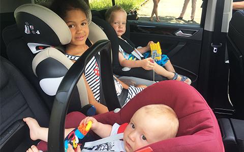 Kinder im Auto oder im Wohnmobil richtig sichern
